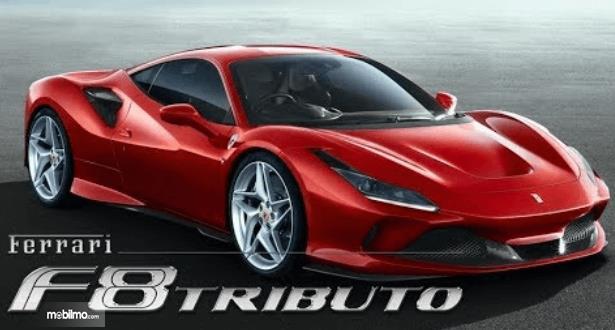 Gambar ini menunjukkan Mobil Ferrari F8 Tributo warna merah tampak depan