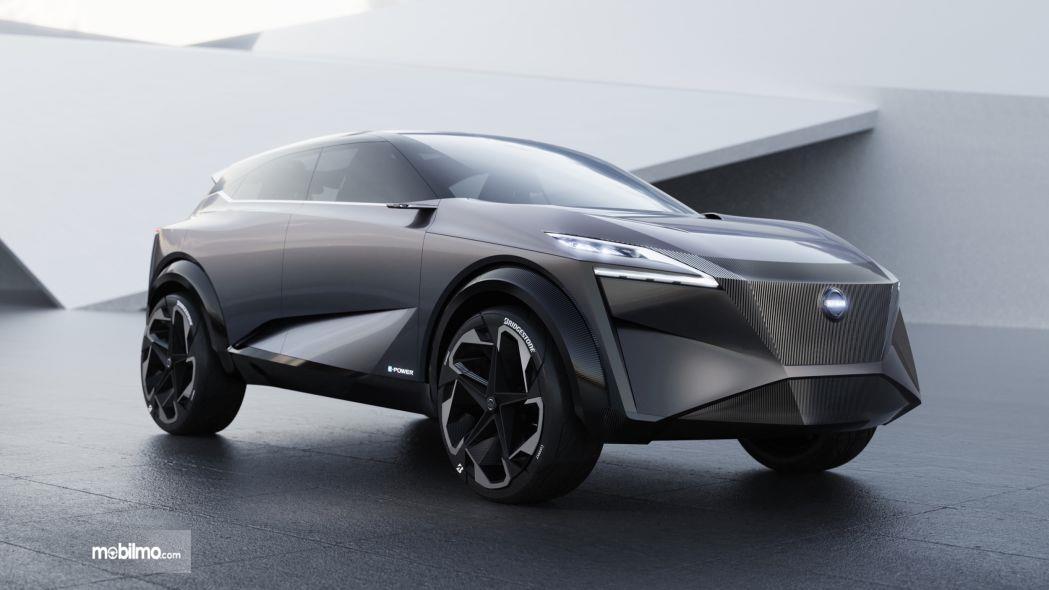 Foto Nissan IMQ Hybrid tampak samping depan