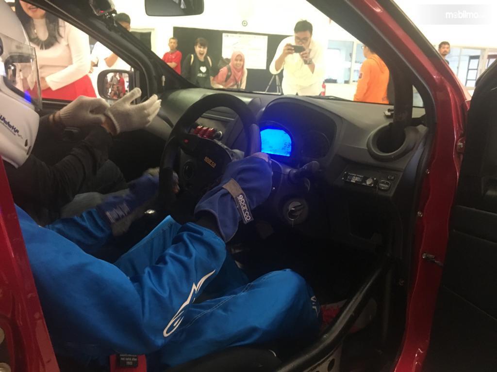 Ruang kokpit balap Daihatsu Ayla Turbo
