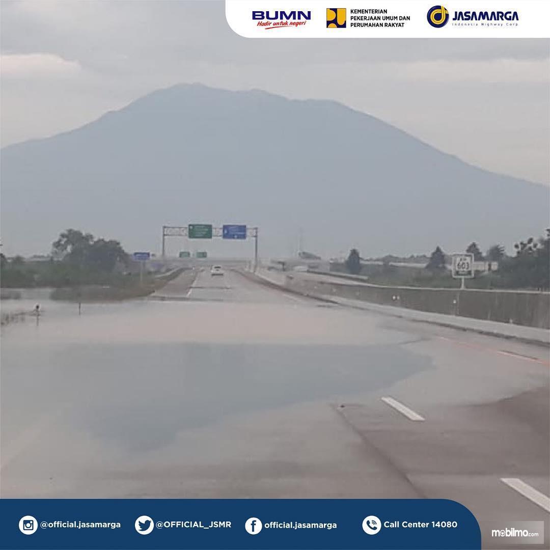 Foto Jalan Tol Ngawi Kertosono bekas banjir