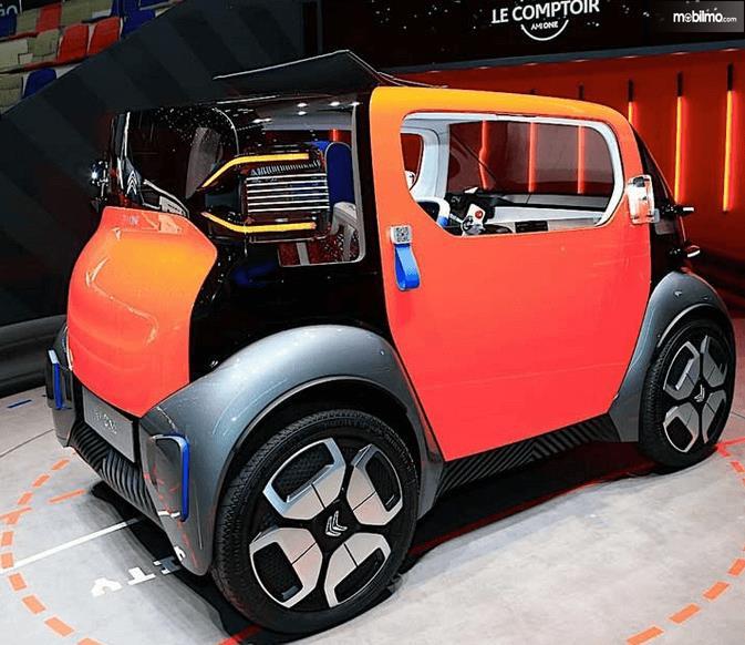 Gambar ini menunjukkan kendaraan unik Citroen's AMI-One