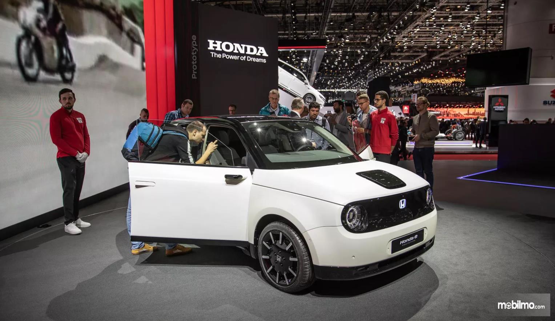 Foto Honda e-Prototype tampak dari samping depang