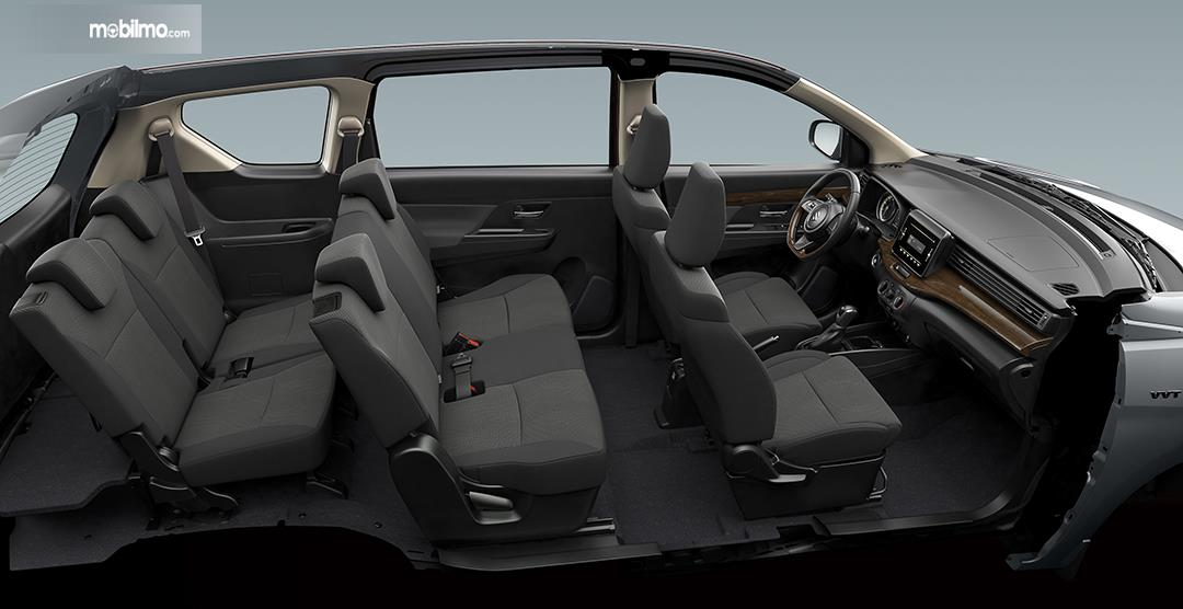 Foto kabin Suzuki Ertiga Black Edition