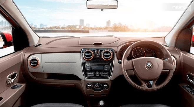 Gambar ini menunjukkan interior dashboard dan kemudi Renault Lodgy 2019