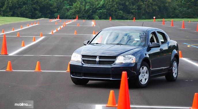 Foto belajar mengemudi di tempat kursus