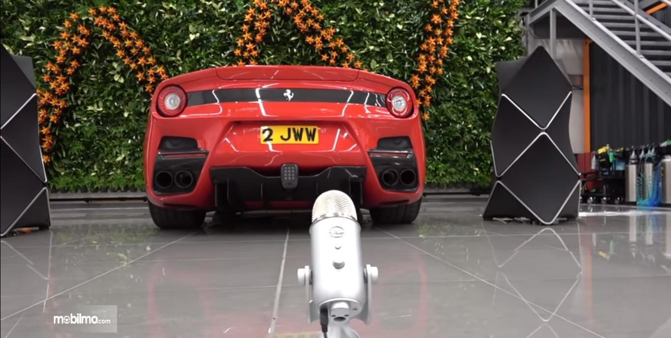 Perekaman suara Ferrari F12 TDF