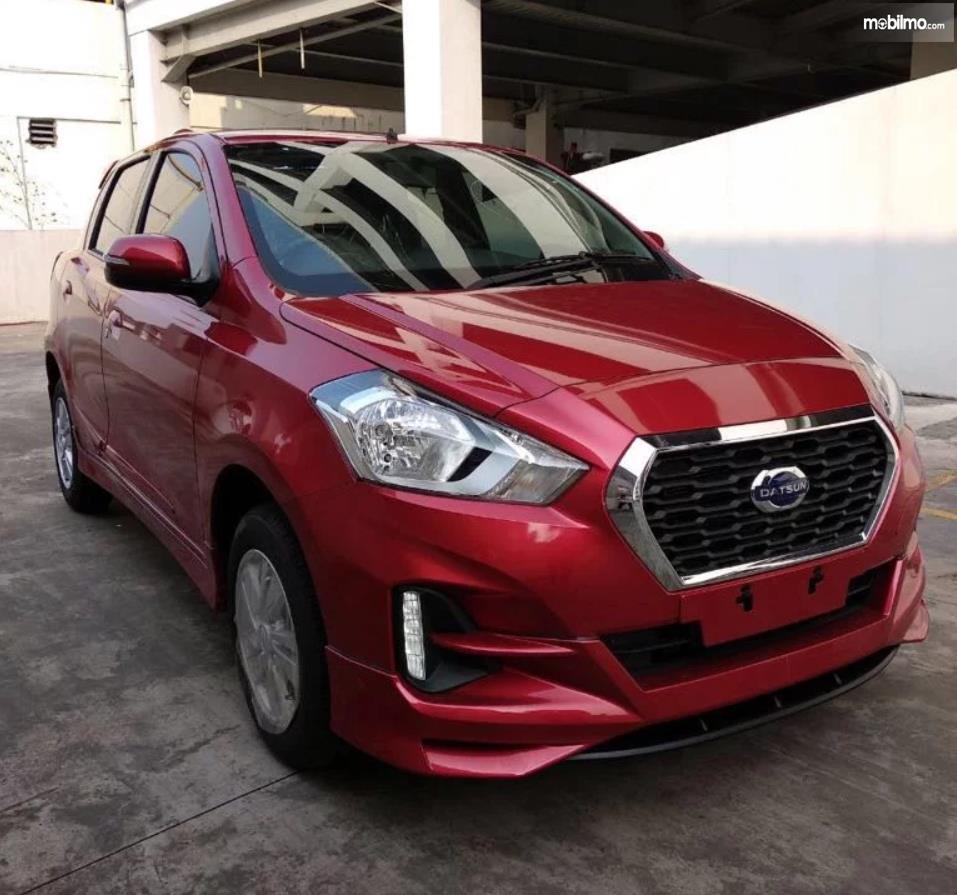 Foto Datsun GO CVT 2019 berwarna merah tampak depan