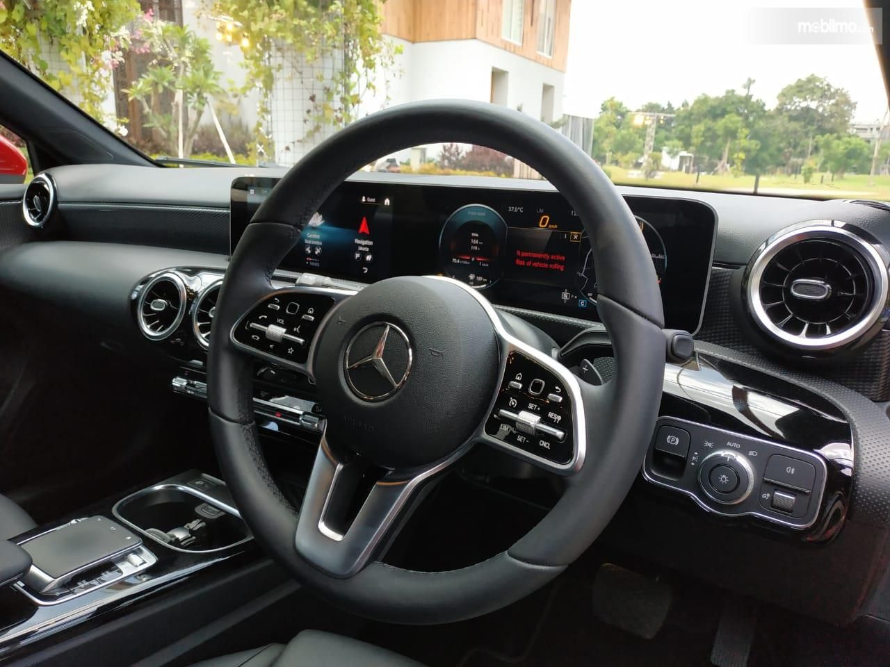 Review Mercedes-Benz A 200 Progressive Line 2019: Tampak Setir Mercedes-Benz A 200 Progressive Line 2019
