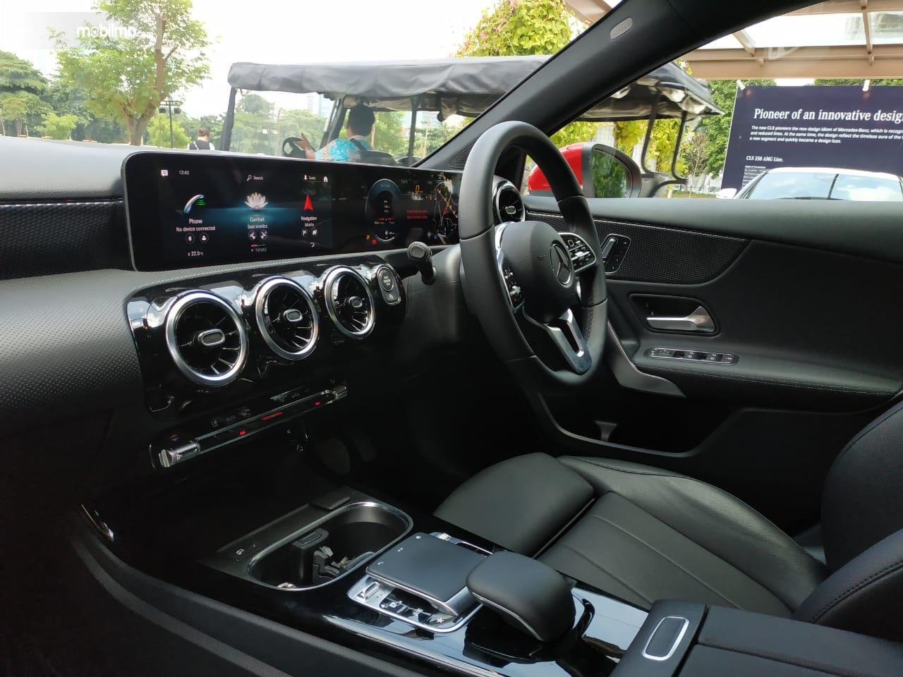 Review Mercedes-Benz A 200 Progressive Line 2019: Tampak layar MBUX