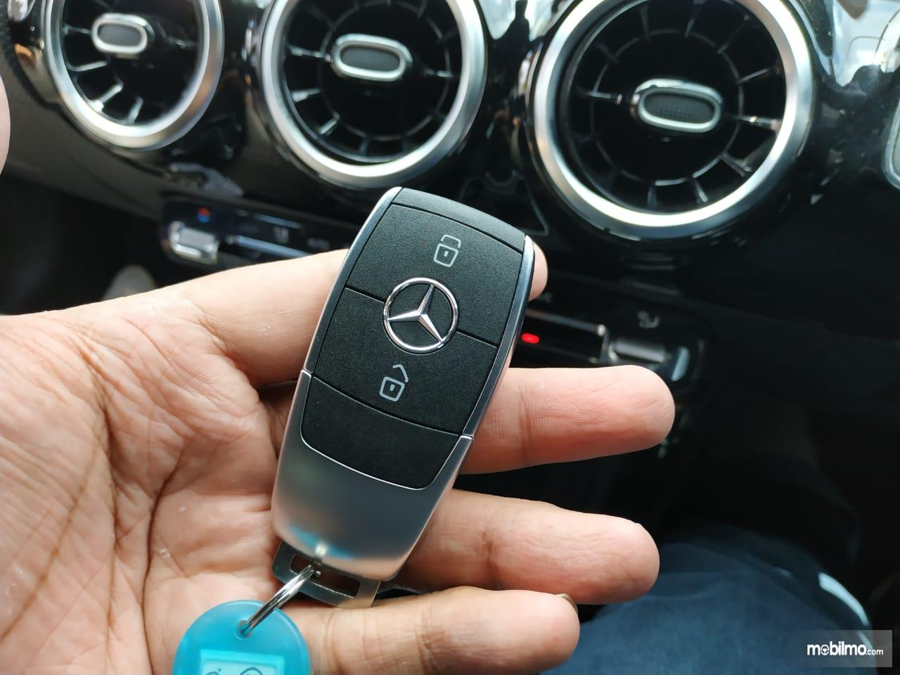 Review Mercedes-Benz A 200 Progressive Line 2019: Tampak Smart Key Mercedes-Benz A 200 Progressive Line 2019