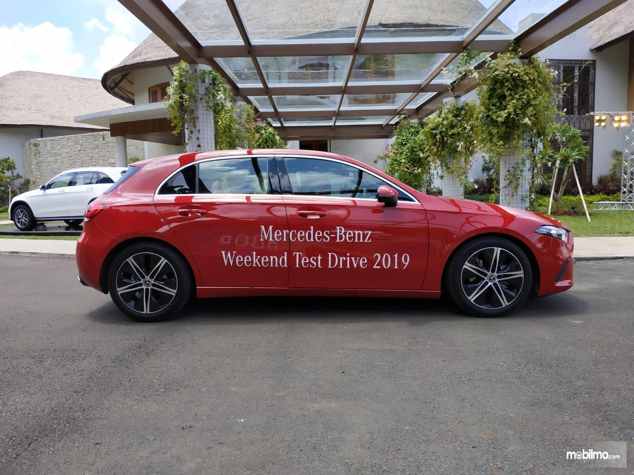 Review Mercedes-Benz A 200 Progressive Line 2019: Tampak tampilan samping Mercedes-Benz A 200 Progressive Line 2019