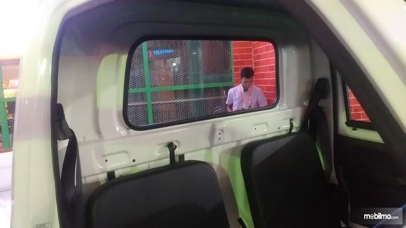 Foto kursi dan sabuk pengaman Daihatsu Hi-Max 2016