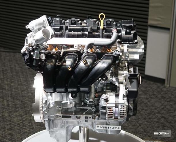 Gambar ini menunjukkan mesin mobil dengan kode K15B Pada Suzuki Ertiga Facelift 2019
