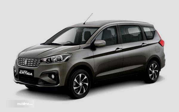 Gambar ini menunjukkan bagian samping mobil Suzuki Ertiga Facelift 2019