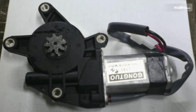 Gambar ini menunjukkan motor power windows