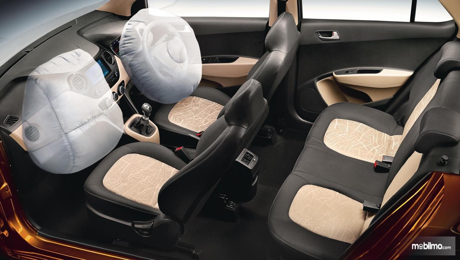 Foto kabin Hyundai Grand i10 yang hanya bisa memuat 5 penumpang dengan bagasi terbatas