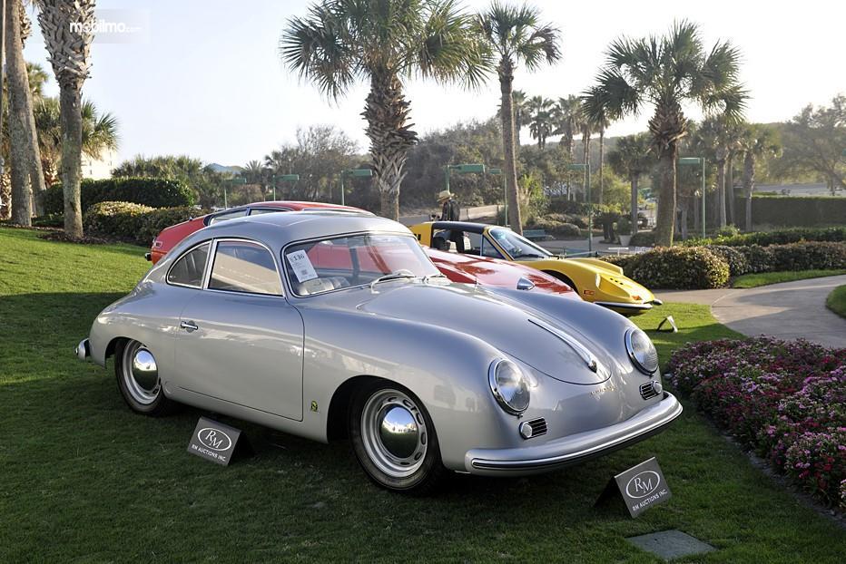 Foto Tampilan Porsche 356 Coupe dalam kondisi terawat seperti baru, masih sangat menarik dan layak untuk dibeli