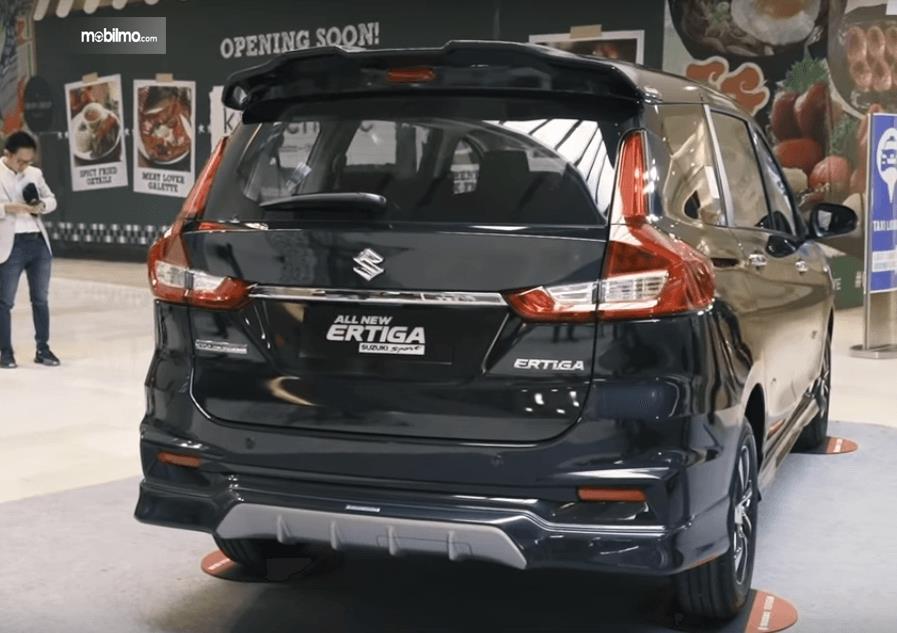 Gambar ini menunjukkan bagian belakang Mobil Suzuki Ertiga Suzuki Sport 2019