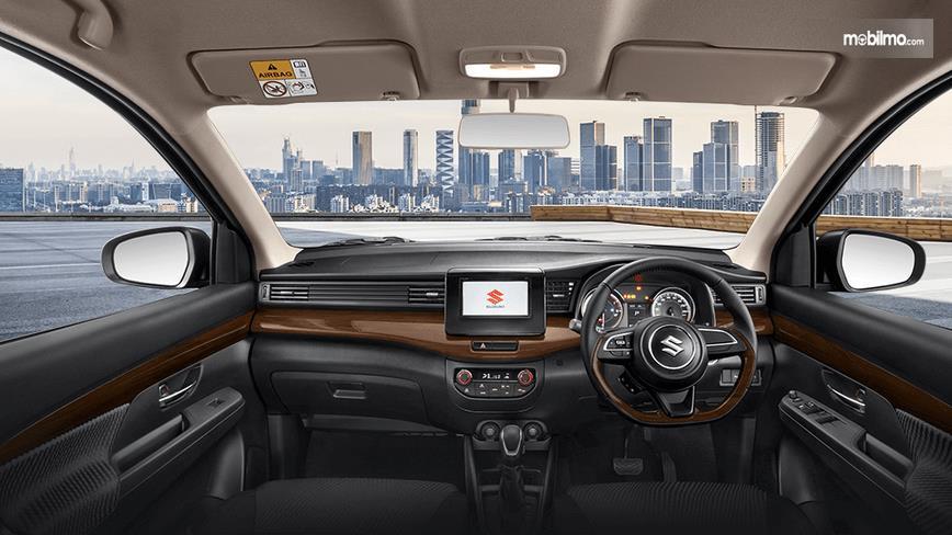 Gambar ini menunjukkan dashboard dan kemudi mobil milik Suzuki Ertiga Suzuki Sport 2019