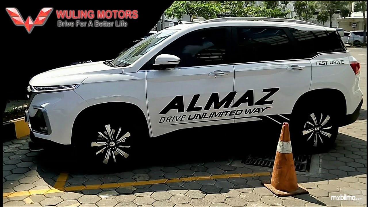 Foto mobil Wuling Almaz yang dipakai buat test drive, di Semarang nyaris tak bisa berhenti karena permintaan yang cukup padat