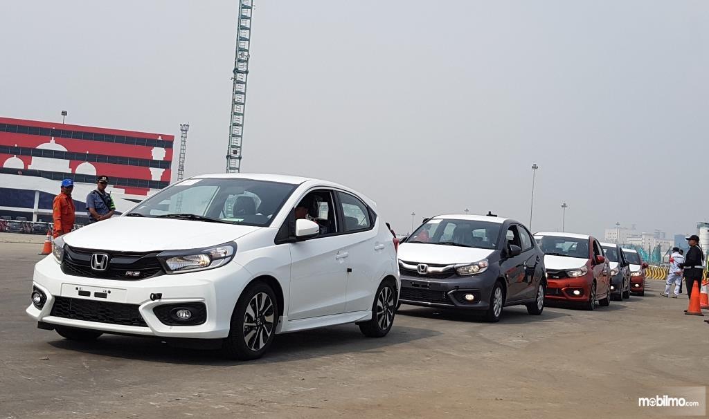 Foto All New Honda Brio di pelabuhan Tanjung Priok sedang bersiap untuk dikapalkan