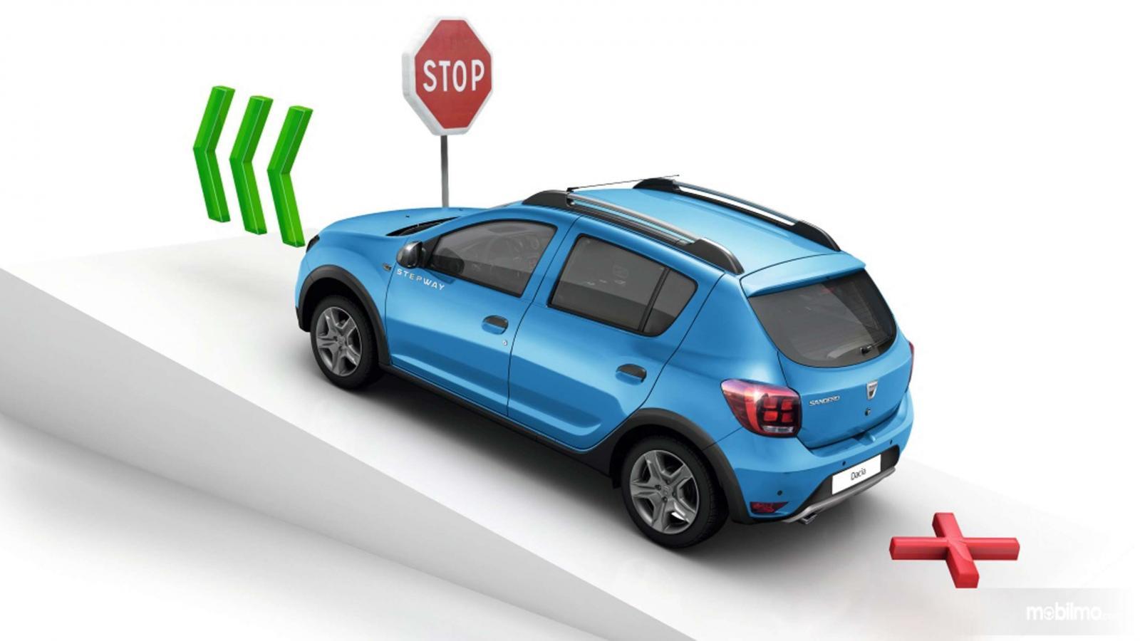 Gambar ilustrasi fitur Fitur Hill Start Assist (HSA) pada Dacia Sandero, lebih aman saat stop and go di tanjakan