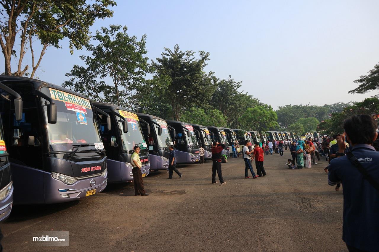 Foto deretan bus yang pernah dipakai mudik gratis PT Sido Muncul