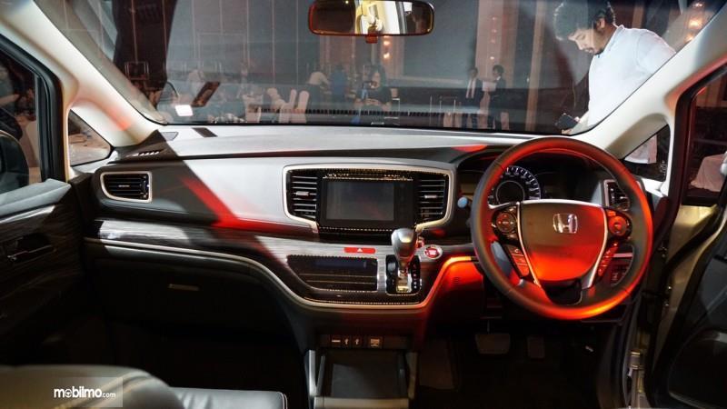 Foto Kabin All New Honda Odyssey 2017, dipenuhi dengan beragam fitur