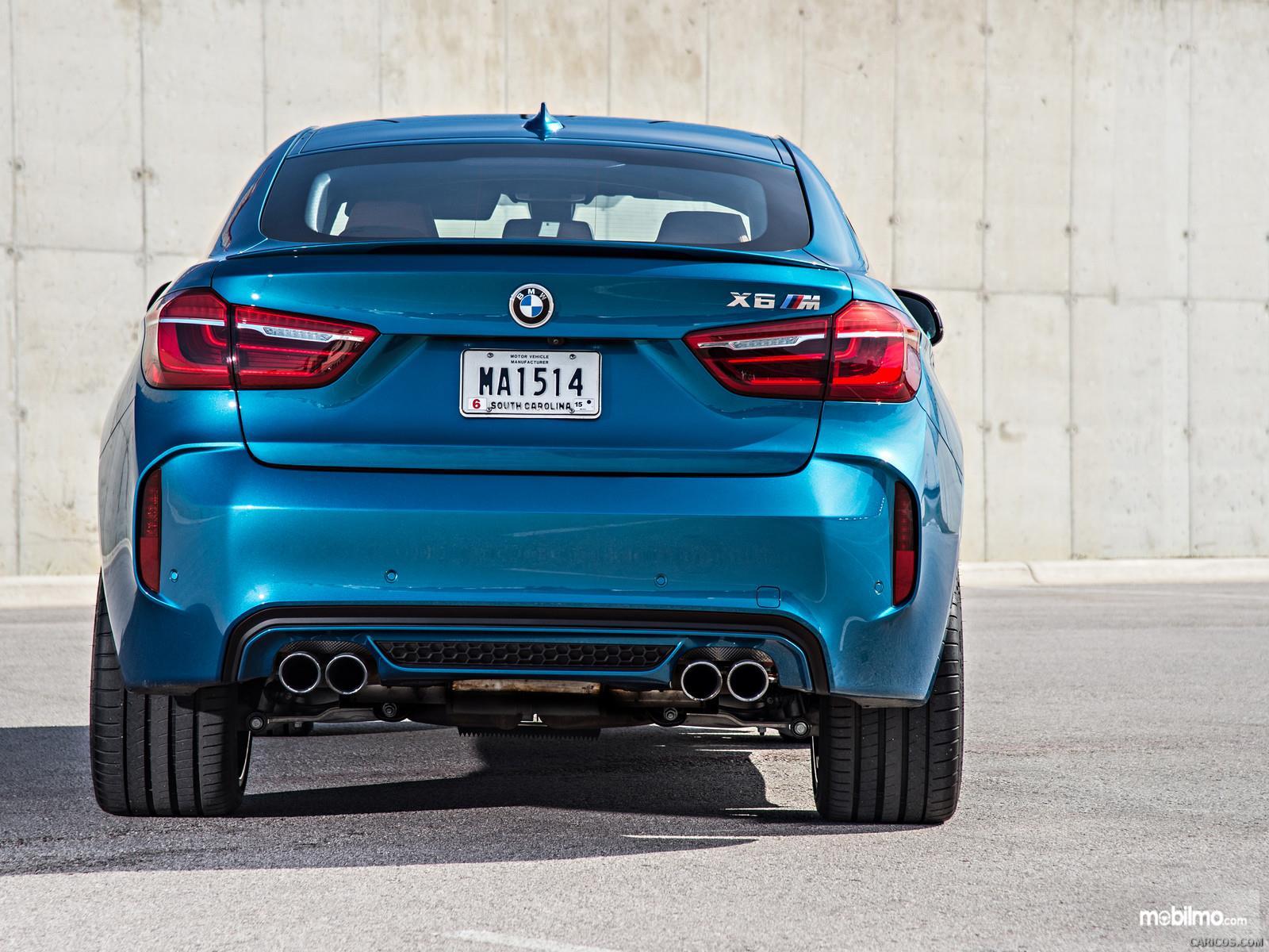 Foto BMW X6 M 2018 tampak dari belakang