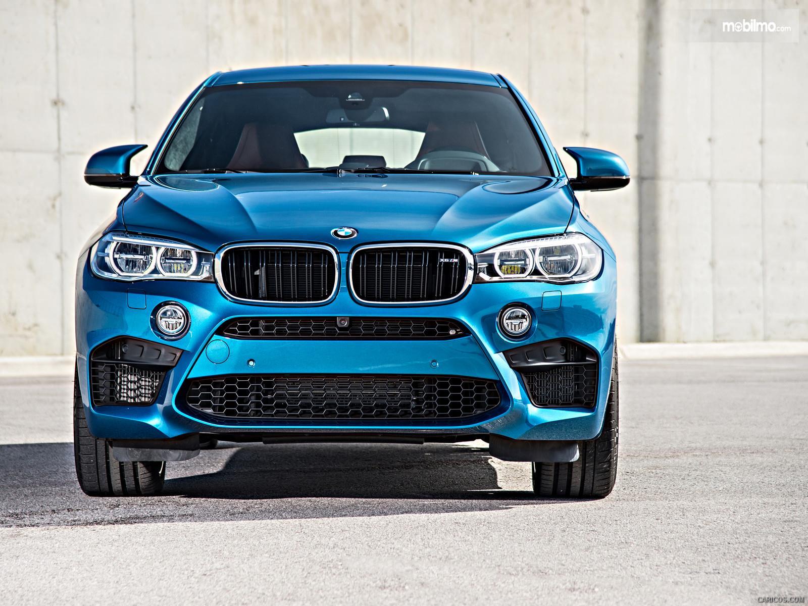 Foto BMW X6 M 2018 diambil dari arah depan