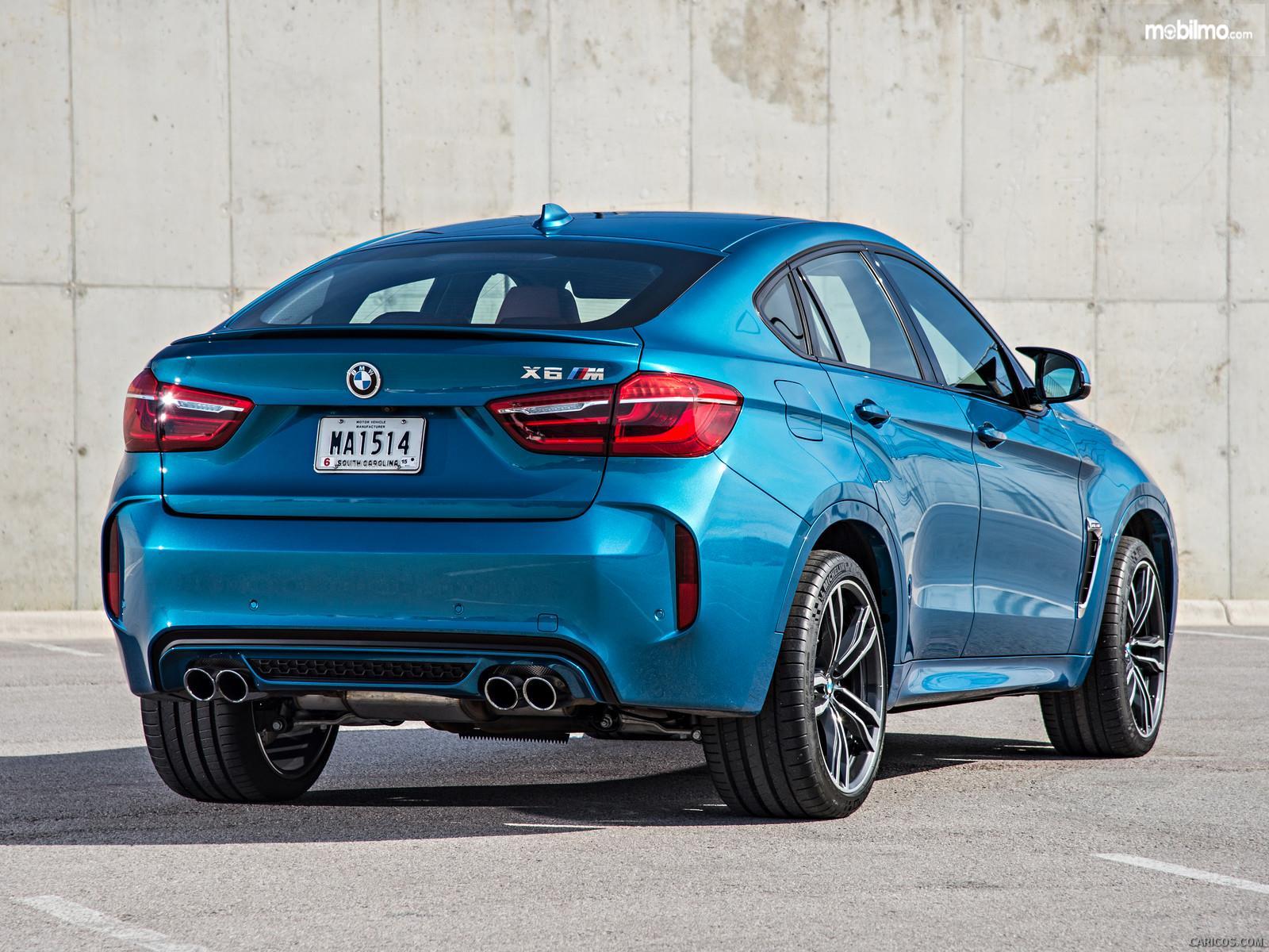 Foto Mesin BMW X6 M 2018 diambil dari arah samping belakang, juga cukup menarik
