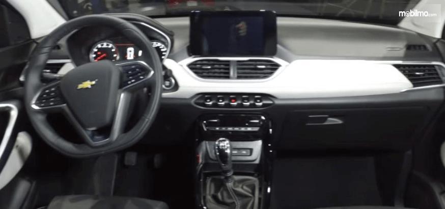 Gambar ini menunjukkan interior depan All New Chevrolet Captiva 2019