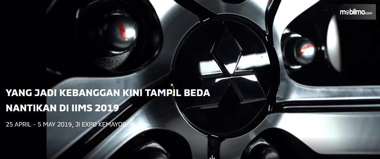 Gambar ini menunjukkan sebuah gambar logo mobil yang terdapat pada Mitsubishi Xpander Edisi Spesial