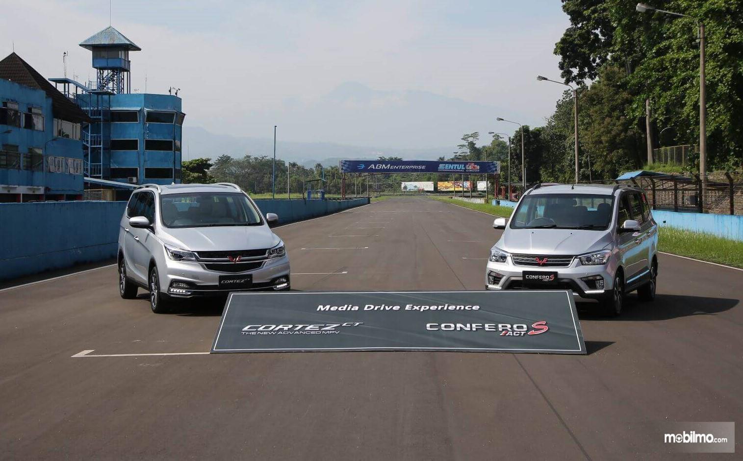 Foto pengenalan Wuling Cortez CT Turbo dan Confero S ACT di Sentul Jawa Barat