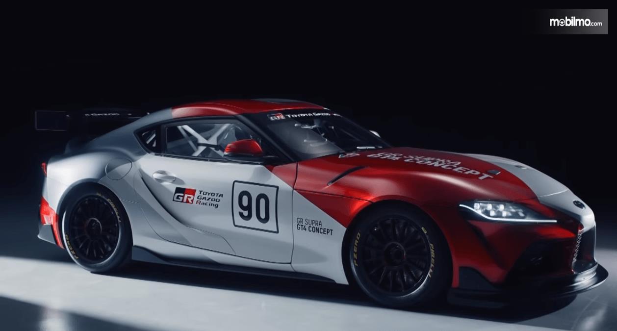 Gambar ini menunjukkan Toyota GR Supra GT4 Concept 2019 tampak bagian samping