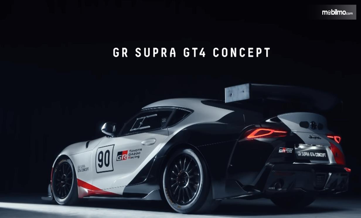 Gambar ini menunjukkan mobil Toyota GR Supra GT4 Concept 2019 tampak belakang dan samping kiri