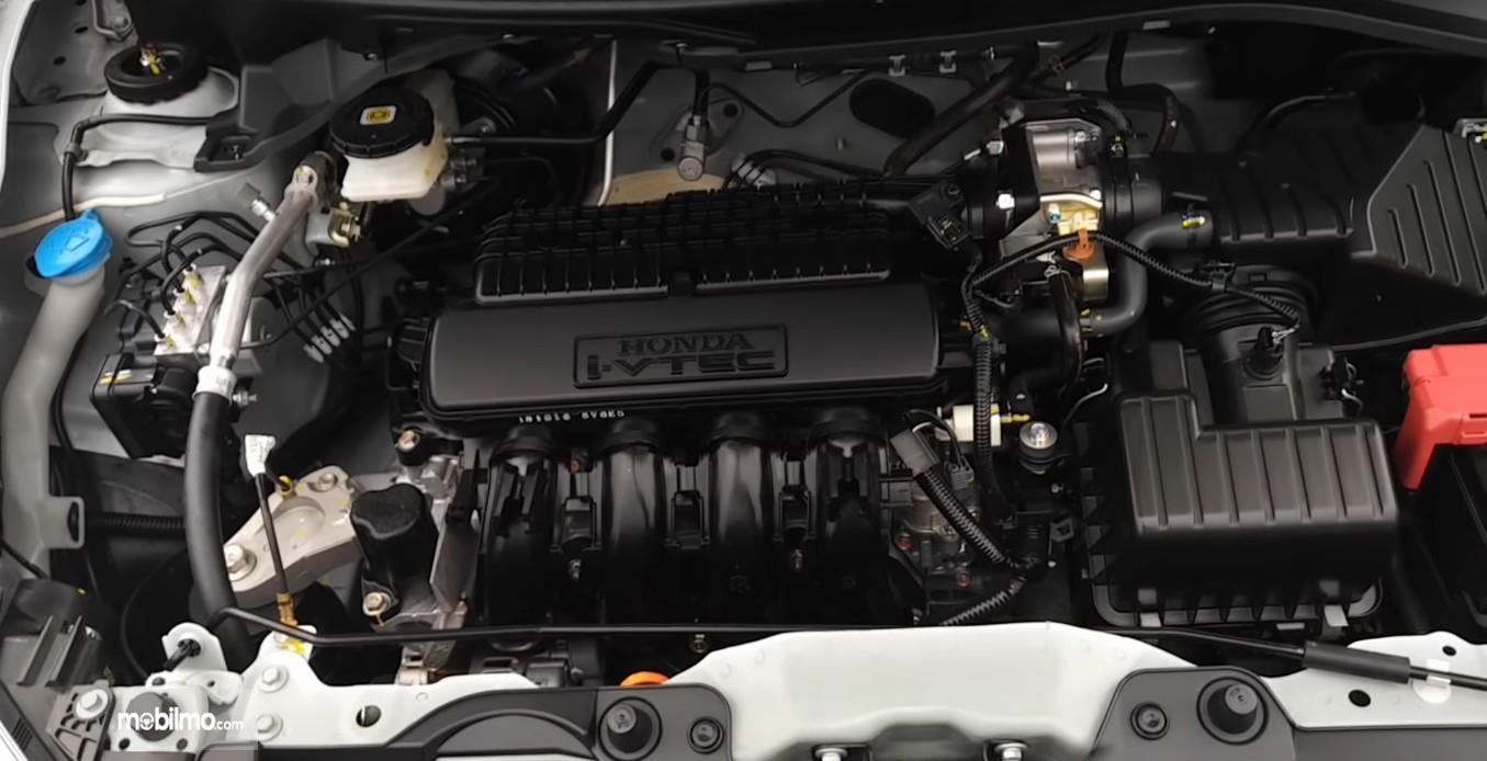 Gambar ini menunjukkan mesin mobil All New Honda Brio Satya S M/T 2019