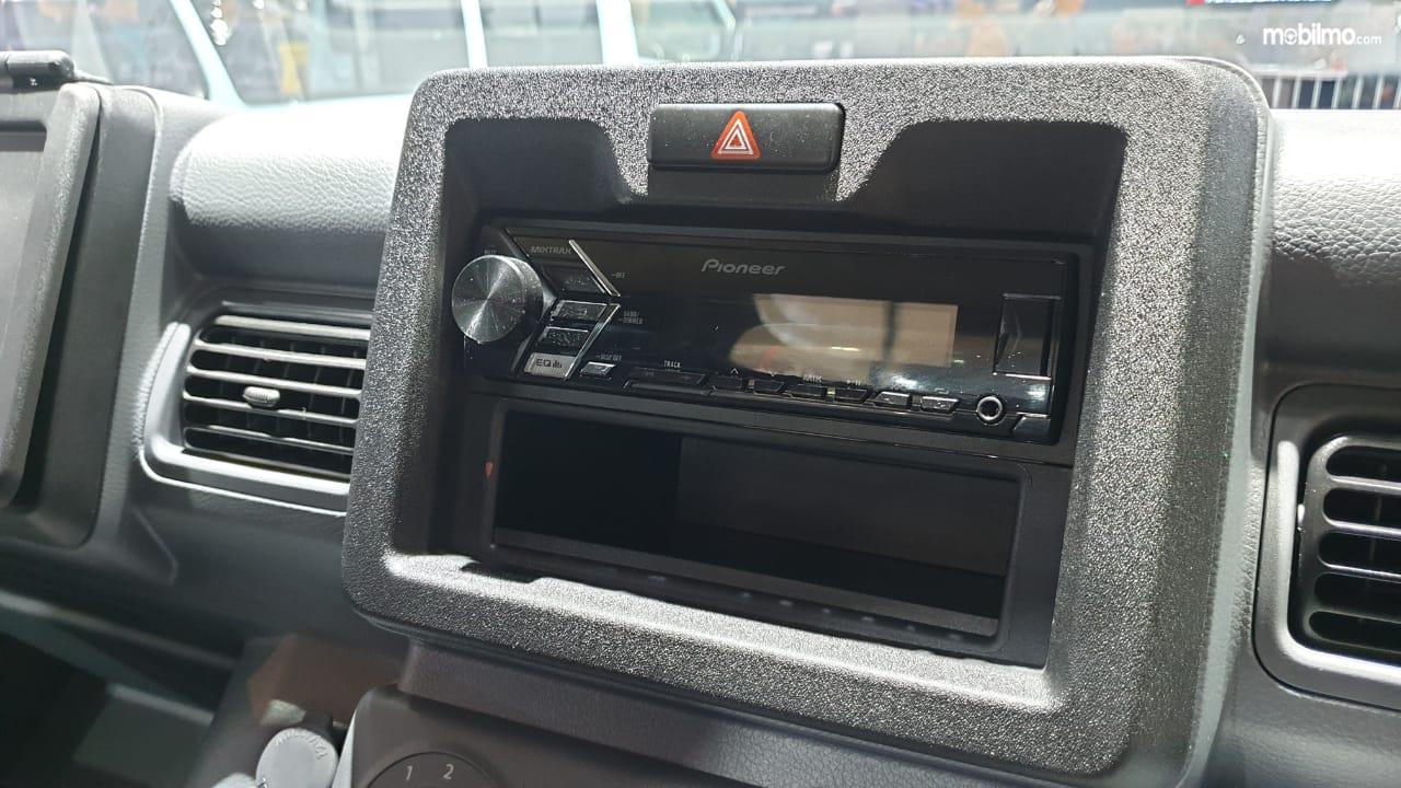 Gambar menunjukkan Fitur Hiburan New Suzuki Carry Pick Up 2019