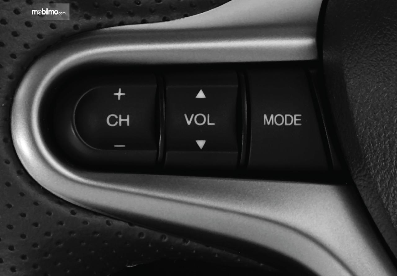 Gambar menunjukkan fitur tombol audio di setir New Honda BR-V 2019