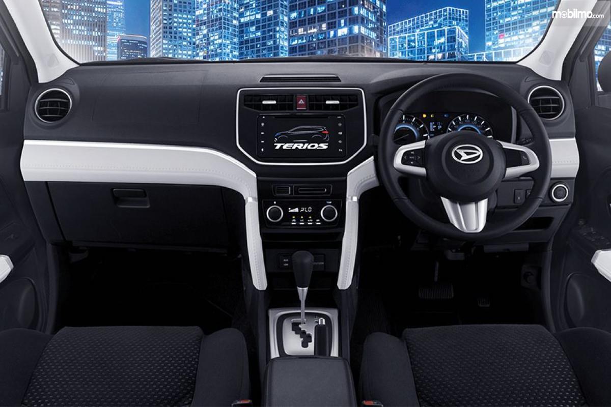Foto Dashboard Daihatsu Terios R AT Deluxe 2018 dengan fitur headunit layar sentuh