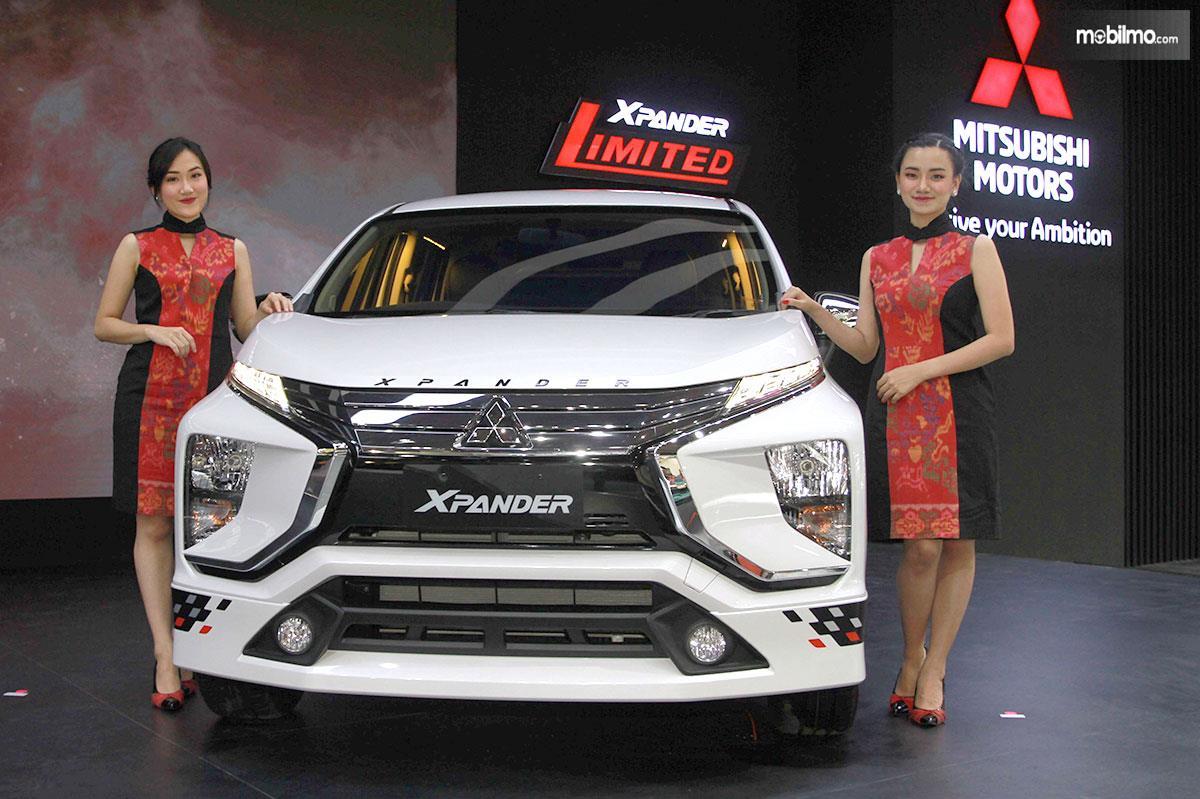 Foto bersama Mitsubishi Xpander dengan para model di IIMS 2019