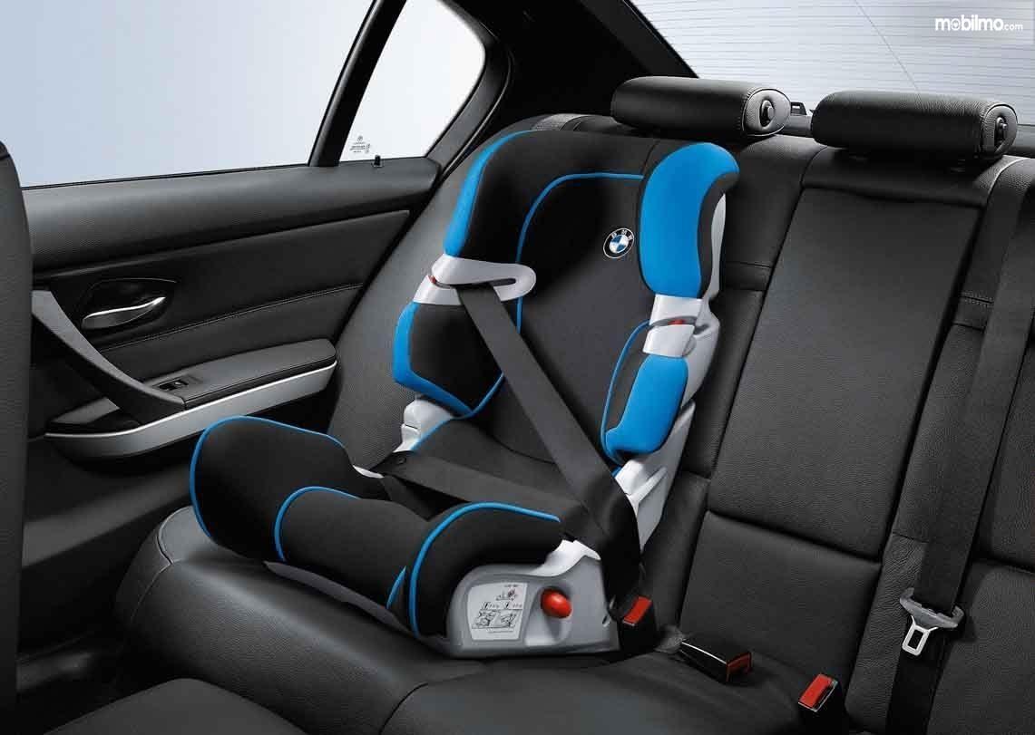 Foto Child Cars Seat pada mobil BMW