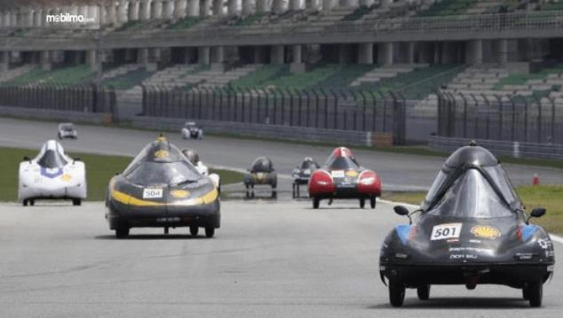 Gambar mobil UrbanConcept pada ajang Shell Eco-marathon Asia