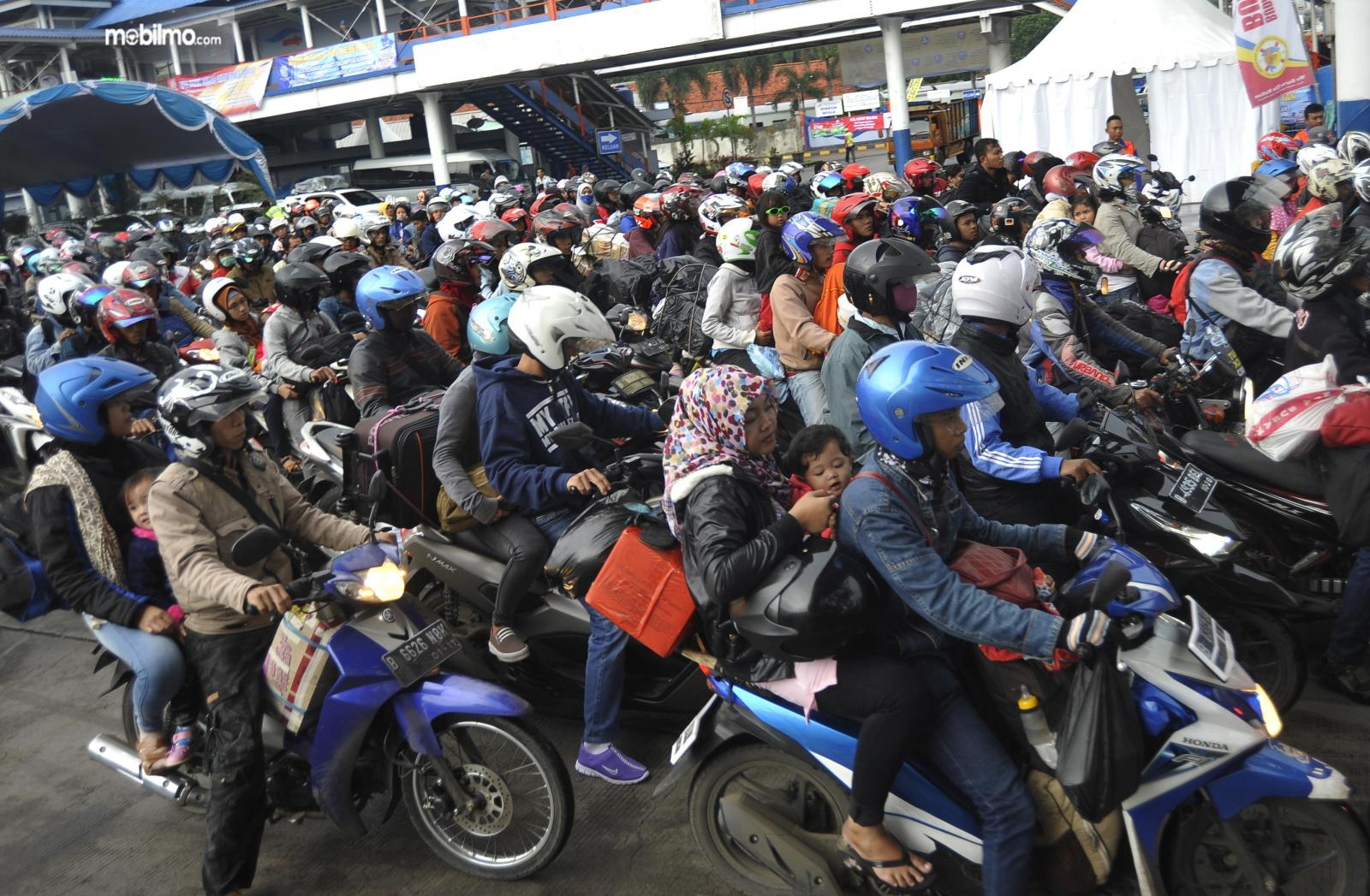 Foto para pemudik yang menggunakan sepeda motor