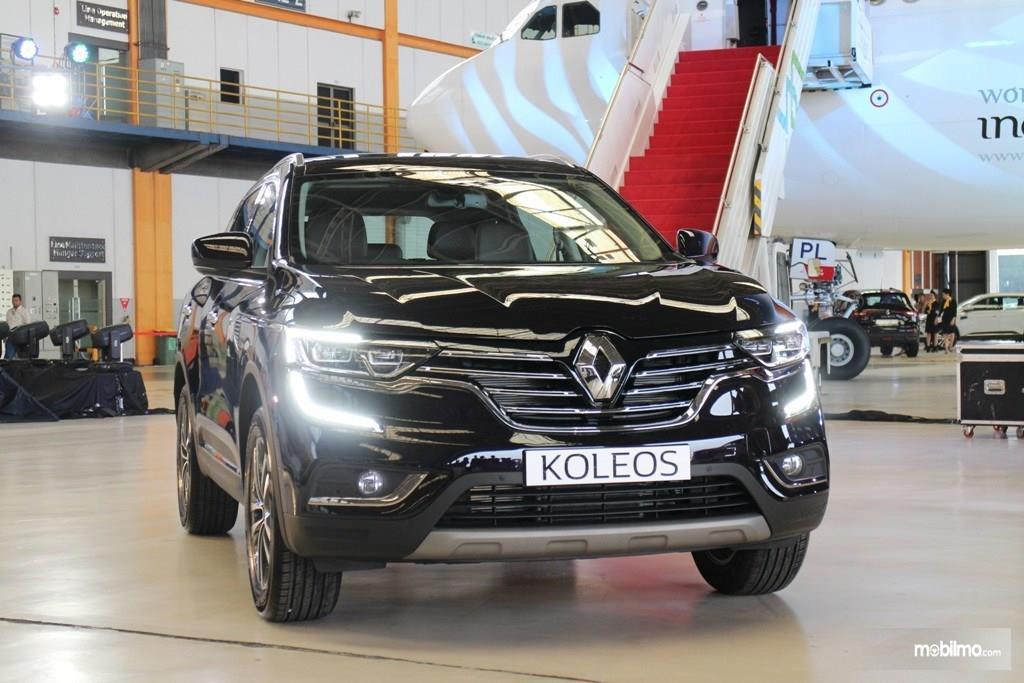 Foto Renault Koleos saat diluncurkan di hanggar Garuda Indonesia