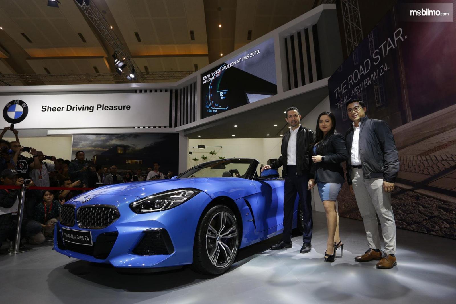 Foto peluncuran mobil baru BMW di pameran Telkomsel IIMS 2019