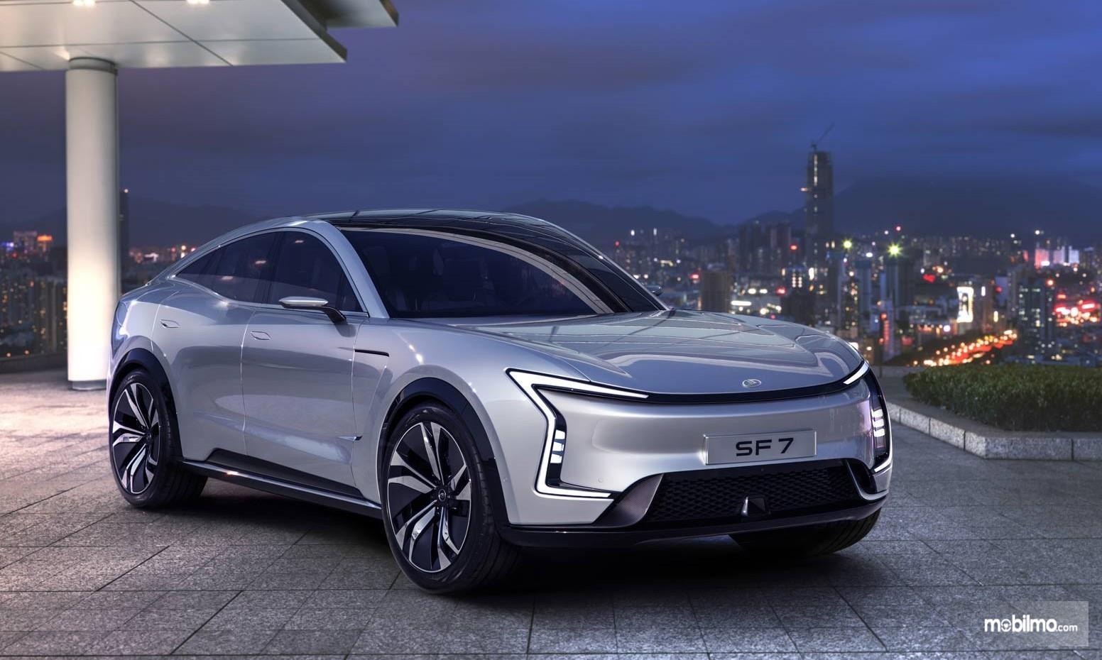 Foto mobil listrik Seres SF 7 yang diperkenalkan di Amerika