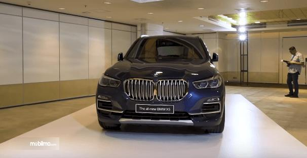 Gambar ini menunjukkan bagian depan mobil All-New BMW X5 xDrive40i xLine 2019