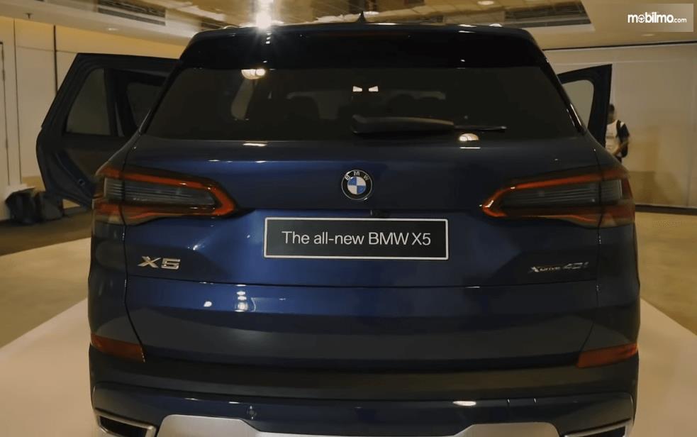 Gambar ini menunjukkan bagian belakang All-New BMW X5 xDrive40i xLine 2019