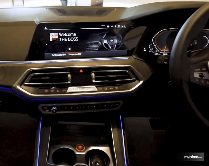 Gambar ini menunjukkan fitur pada head unit All-New BMW X5 xDrive40i xLine 2019